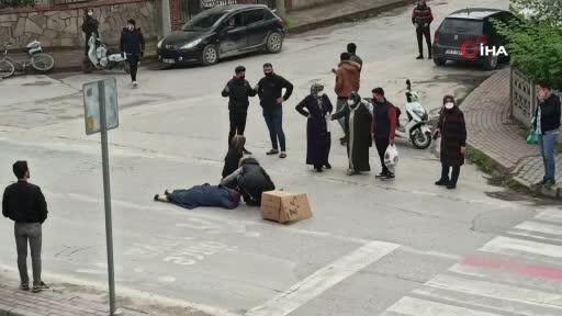 Bursa'da motosiklet yayaya çarptı: 2 yaralı