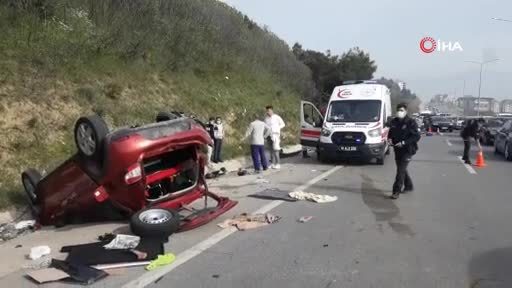 Bursa'da zincirleme kazada takla atan araçta ölümden döndüler