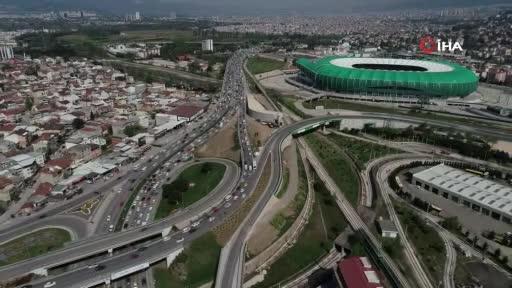 Bursa'da kısıtlamaya saatler kala şehir trafiği kilitlendi