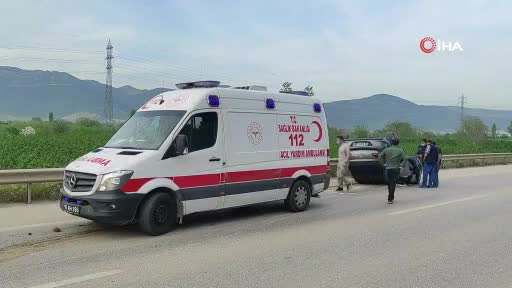 Bursa'da kaza: Aydınlatma direği ve ağacı yerinden söktü