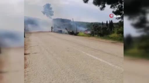Bursa'da güneş panelinin patlayan aküsü 2 bağ evini küle çevirdi