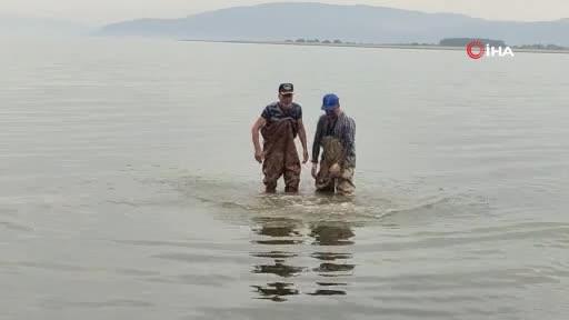 Bursa İznik Gölü'nde ağlara 2 bin yıllık kabartmalı yazıt takıldı
