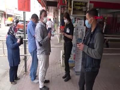 Diliyle parmaklarını ıslatarak poşetleri açan pazarcıya ceza