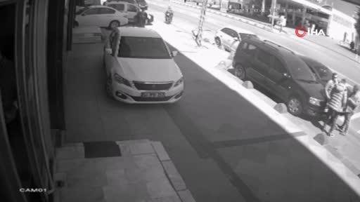 Motosikletli kapkaççı dehşeti kamerada
