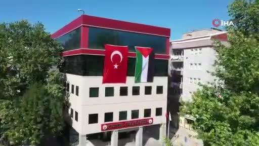 Bursa Kestel Belediyesi, Kestel Kalesi'ne Türkiye ve Filistin bayrakları astı