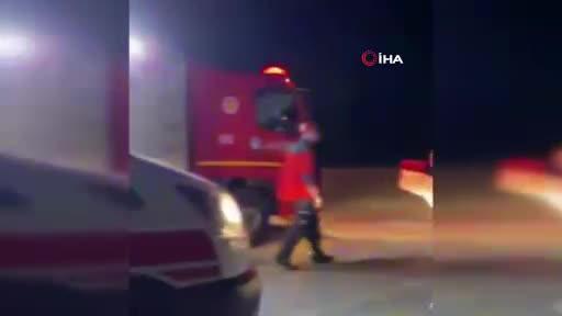 Alkollü sürücü, kendisini kurtaran ekiplere saldırdı