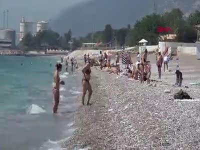 Antalya'da sahiller bayramda da turistlere kaldı