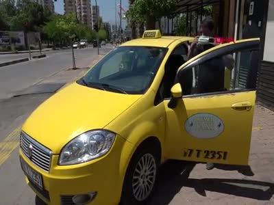 Kadın yolcunun taksisinde doğum yaptığı şoför: Çok duygulandım