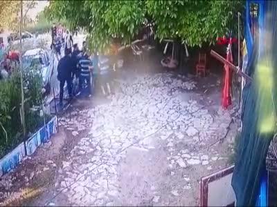 'Evin önünde neden durdunuz' diye sordu, saldırıya uğradı