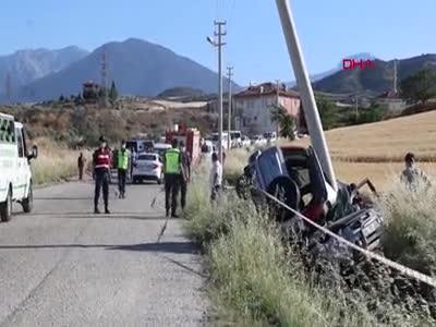 Elektrik direğine çarpan cipte iki kişi hayatını kaybetti