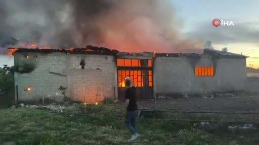 Bursa'da iş yeri yandı!
