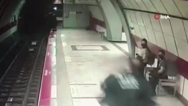 Taksim metrosunda raylara atlayan kadının görüntüleri ortaya çıktı
