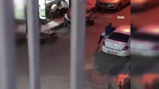 Sokak ortasında kadına işkence! İzlemekle yetindiler...