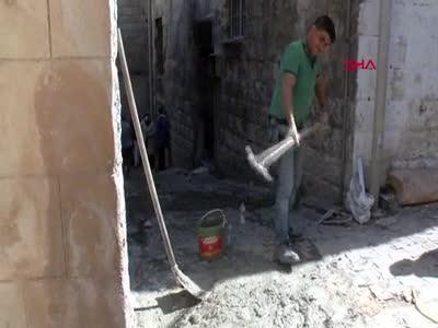Tarihi evleri hırsızlardan korumak için kapılara duvar örüldü