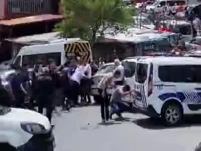 İstanbul Kağıthane'de iki aile arasında meydan savaşı