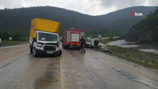 Bursa'da yağmurla gelen kazada 1 ölü, 2 yaralı