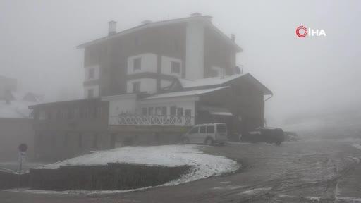 Bursa Uludağ'da haziran ayında kar sürprizi