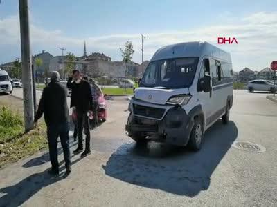 Bursa'da işçileri taşıyan minibüs ile otomobil çarpıştı: 7 yaralı