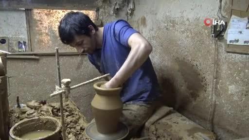 Bursa'da ürettiği el işi seramik yağdanlıkları Avrupa'ya ihraç ediyor