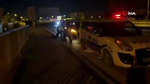 Bursa'da kaçarken polis otosuna çarptılar