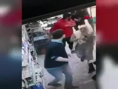 Kasiyer, tartıştığı müşteriye ateş açtı