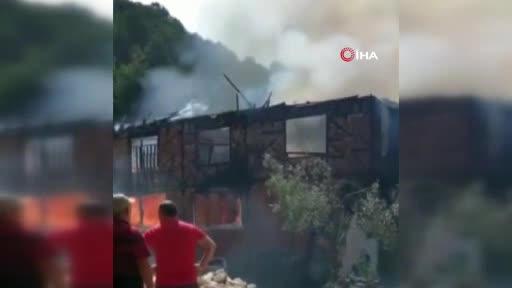 Bursa'da trafo patladı, 3 ev küle döndü