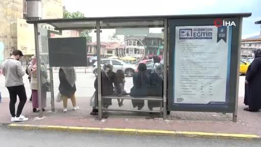 Bursa'da otobüs durakları ders çalıştırıyor!