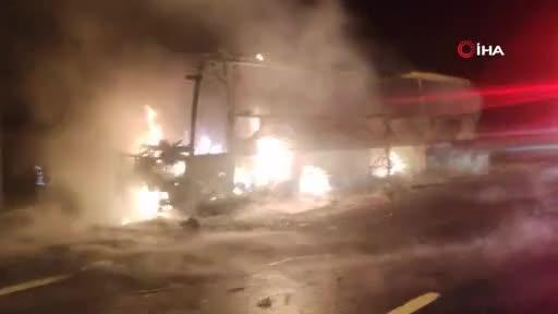 Bursa'da facianın eşiğinden dönüldü: Yolcu otobüsü alev alev yandı