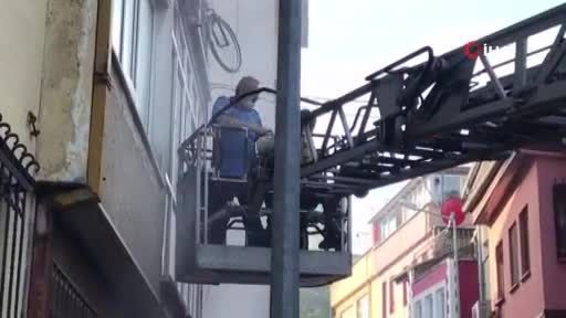 Bursa'da yangın paniği: 1'i bebek 3'ü çocuk 12 kişi mahsur kaldı