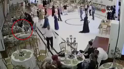 Bursa'da düğün salonundan çanta çalan küçük kız kameralara yakalandı