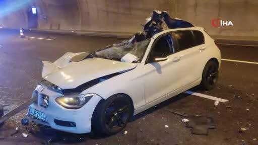 Bursa'da kamyona arkadan çarpan otomobil parçalandı, sürücünün burnu bile kanamadı