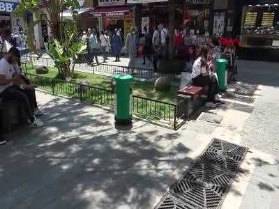 Cadde ortasında düşük yapan kadın, bebeğini çöpe attı