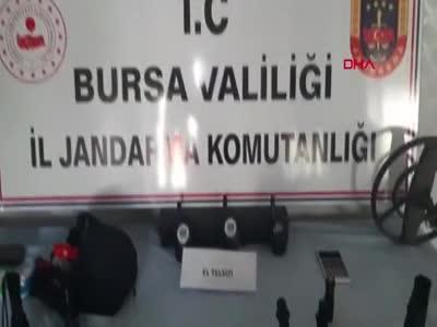 Bursa'da 50 bin dolarlık tarihi eserleri satamadan yakalandı