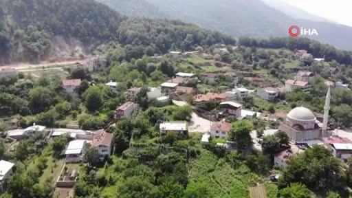 Bursa'da yaşayan aile her yıl binlerce turisti evlerinde ücretsiz ağırlıyor