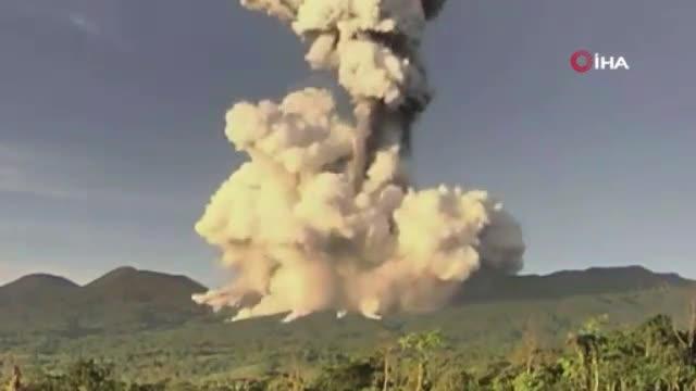 Kosta Rika'da yanardağ patladı