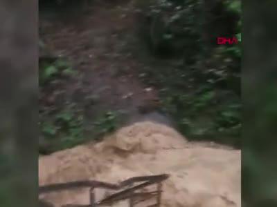 Mağarayı su bastı mahsur kalan 7 kişiyi köylüler kurtardı