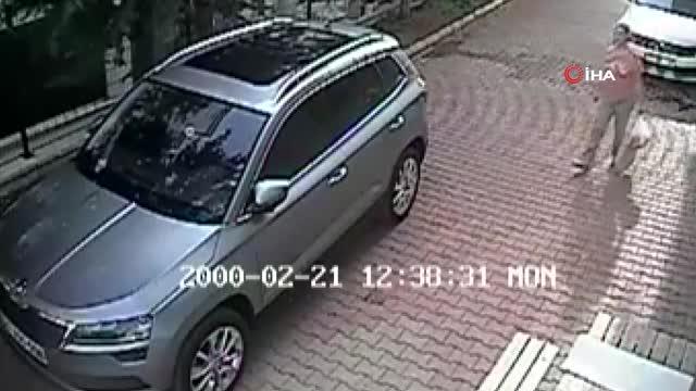 Komşusunun otomobilini çizerken güvenlik kamerasına yakalandı