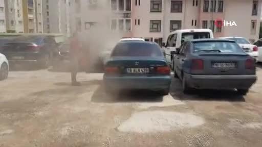 Bursa'da satın alacağı araç noterdeyken alev aldı