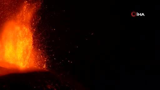 Etna Yanardağı lav püskürüyor