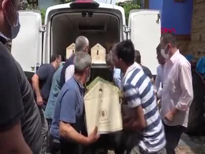 Bursa'daki kazada ölen sürücüler toprağa verildi
