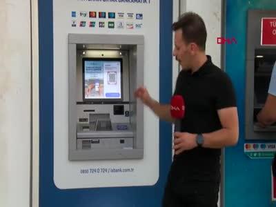 Bursa'da ATM'de bulduğu 18 bin lirayı polise teslim etti