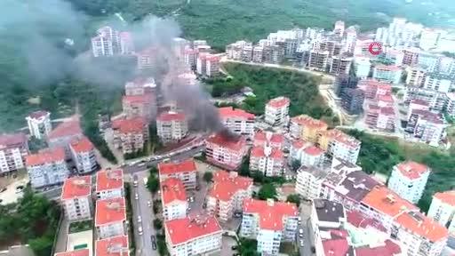 Bursa'da 5 katlı binanın çatısı alev alev yandı -2