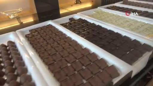 Tonlarca çikolatadan Bursa'nın tarihi mekanlarını inşaa etti