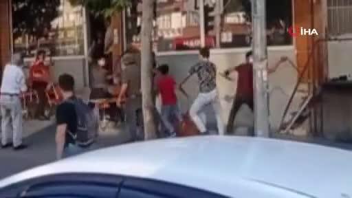 Bursa'da gençlerin kavgasında sandalye ve sopalar havada uçuştu