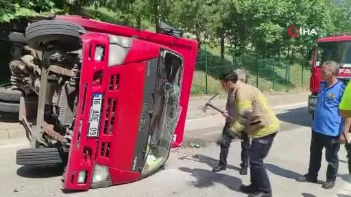 Bursa'da içecek yüklü kamyonun freni patladı! Şoförün parmağı koptu