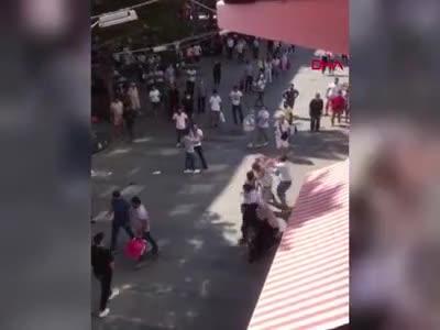 Antalya'da sokak ortasında kavga!