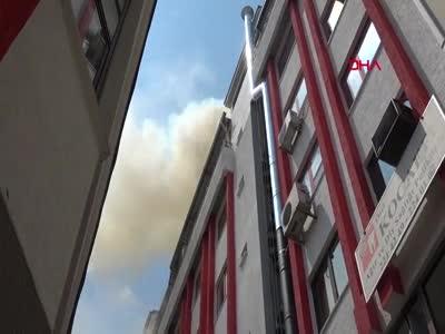 Bursa'da iş merkezinde çıkan yangında mahsur kalan kedileri itfaiye kurtardı