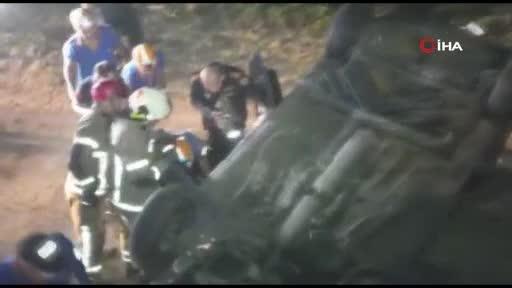 Bursa'da otomobil su kanalına uçtu : 3'ü ağır 5 yaralı