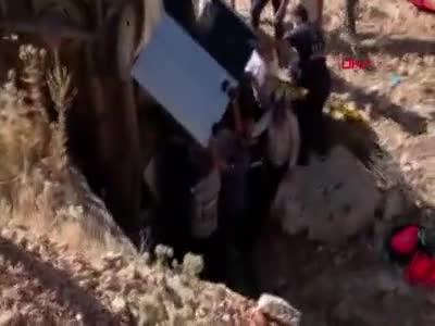 Nemrut Dağı'nda güneşin batışını izlemek için gelen aile, menfeze yuvarlandı