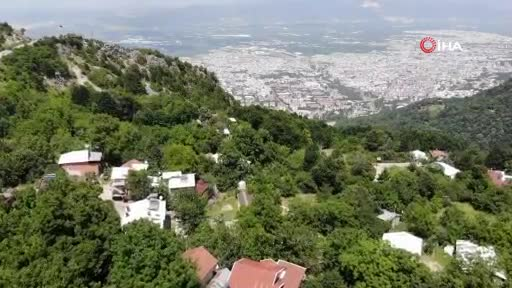 Bursa'da şehrin sıcağından kaçıp 10 dakikada 6 derece serinliyorlar